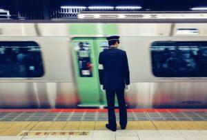 revisor_metro_shibuya_japon-